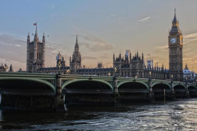 Londres registra cinco ataques com ácido em menos de 90 minutos e adolescente é detido Adam Derewecki/Pixabay