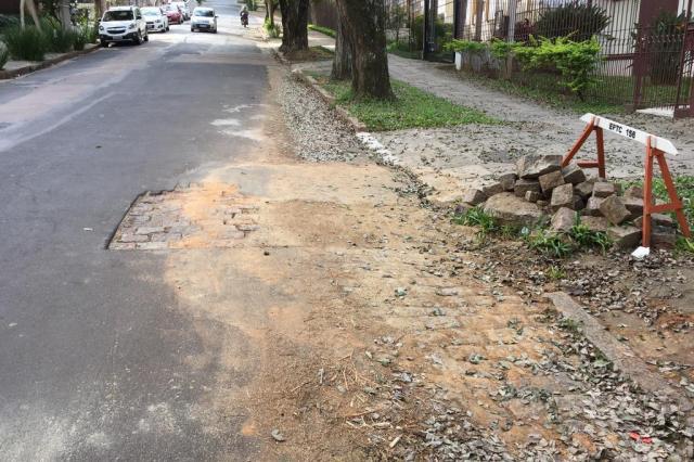 Buraco aberto há quatro anos no bairro Petrópolis é fechado após postagem no Pelas Ruas Katiúscia Anele De Bortolli/Arquivo pessoal