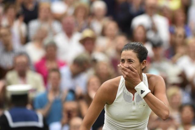 Muguruza dá pneu em Venus e é campeã de Wimbledon Glyn KIRK/AFP