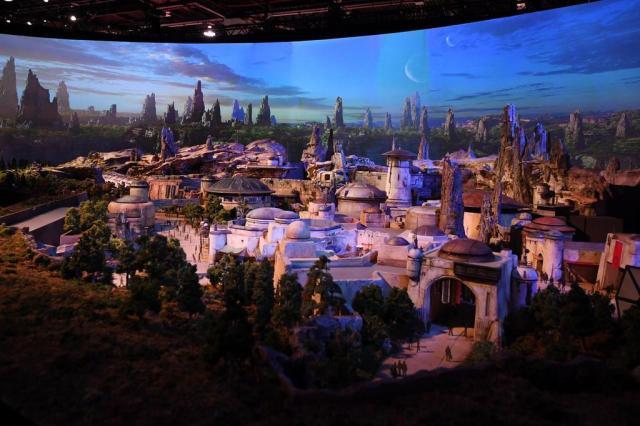 Disney apresenta imagens de dois novos parques inspirados na franquia Star Wars Mark RALSTON/AFP