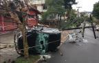 Motorista perde controle de carro e bate em poste na Rua Carlos Trein Filho, no bairro Bela Vista Felipe Daroit/Rádio Gaúcha