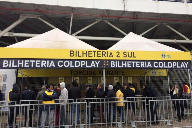 Frio, falta ao trabalho e novas amizades: confira histórias da fila de ingressos para o show do Coldplay Antonio Pires/Agencia RBS