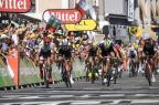 Com chegada espetacular, australiano vence 16ª etapa da Volta da França Lionel BONAVENTURE/AFP