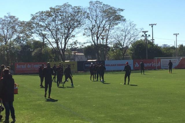 Guto Ferreira testa Inter com três atacantes para enfrentar o Vila Nova Leonardo Acosta / Agência RBS/Agência RBS