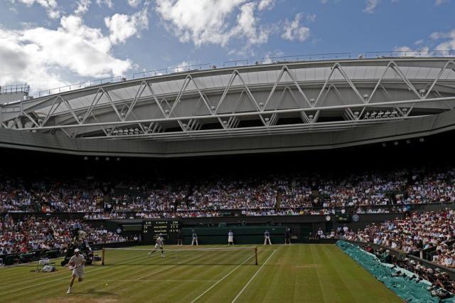 Partidas de Wimbledon são investigadas por possível manipulação de resultados Adrian DENNIS/AFP