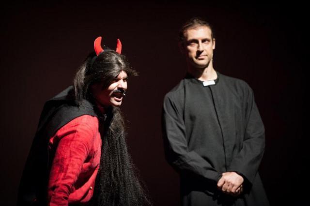 Consagrado por seu humor trash, Hermes e Renato apresenta peça em Porto Alegre pela primeira vez Divulgação/Divulgação