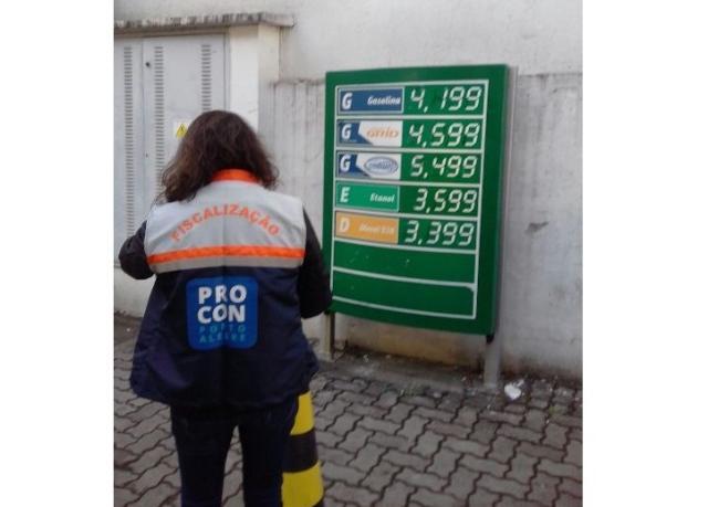 Procon notifica sete postos que elevaram preço do combustível logo após anúncio do governo federal Procon / Divulgação/Divulgação
