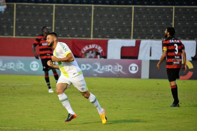 Chapecoense vence o Vitória fora de casa por 2 a 1 MARCELO MALAQUIAS/ESTADÃO CONTEÚDO