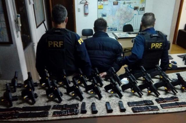 Homem é preso com 20 pistolas escondidas no carro em Lajeado Divulgação/Polícia Rodoviária Federal