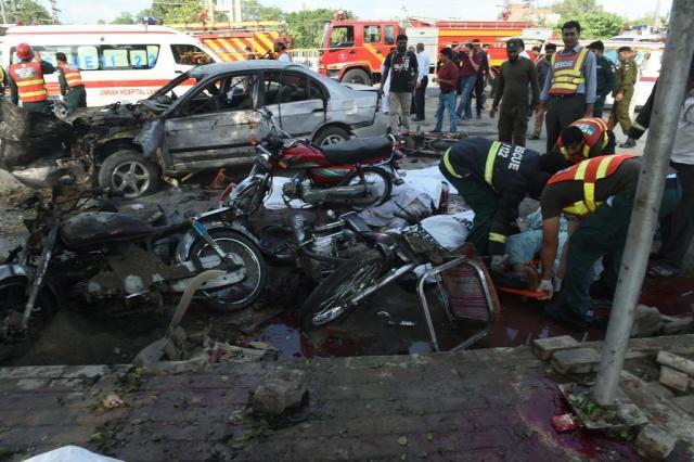 Explosão deixa 20 mortos em Lahore, no Paquistão ARIF ALI/AFP