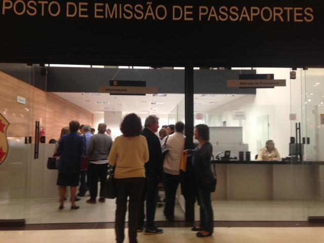 Posto de emissão de passaportes tem movimento normal nesta segunda em Porto Alegre Francine Silva/Rádio Gaúcha/