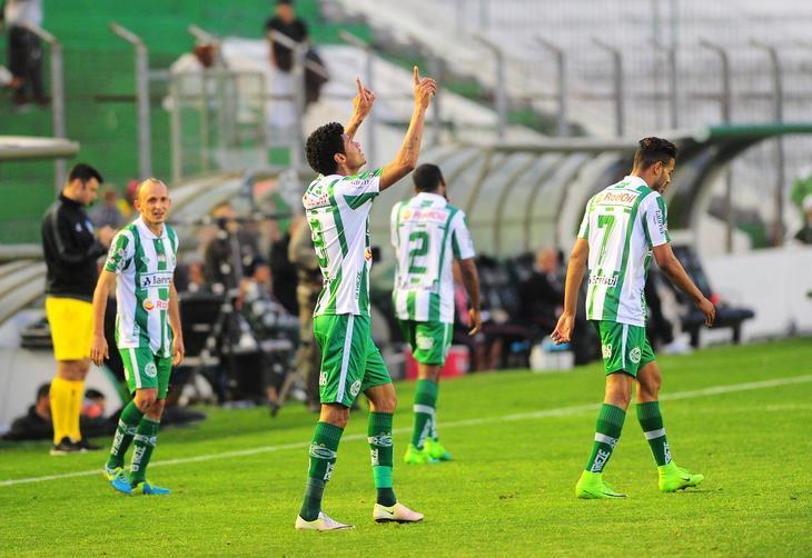 Com dois gols do atacante Tiago Marques, o Ju venceu o Santa Cruz pela 19ª rodada da série B do Campeonato Brasileiro, no estádio Alfredo Jaconi.