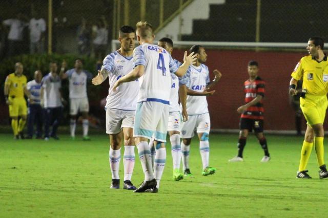 Avaí vence Vitória em Salvador e respira no Campeonato Brasileiro TIAGO CALDAS/FOTOARENA/FOTOARENA/ESTADÃO