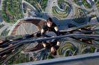 Após acidente em filmagens, Tom Cruise se recusa a tomar remédios por crença na cientologia paramount pictures and skydance productions/Divulgação