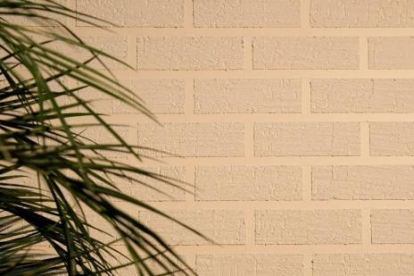 Veja como fazer uma parede de tijolinhos brancos em poucos passos (Futura Tintas/Divulgação)
