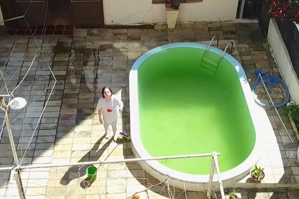 Em vídeo hilário, filho assusta a mãe com um drone