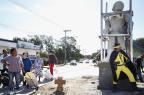 Escultura desperta curiosidade nos moradores do bairro Restinga Mateus Bruxel/Agencia RBS