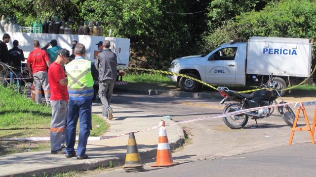 Motociclista morre ao ser atingido por caminhão na zona norte de Porto Alegre Felipe Daroit/Rádio Gaúcha