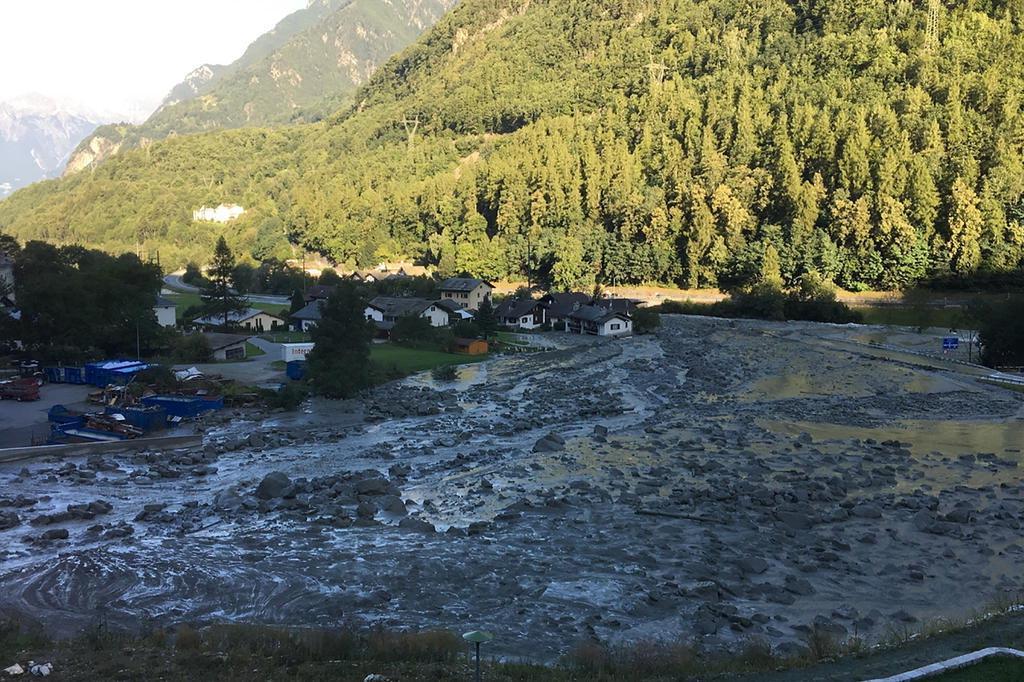 8 pessoas desaparecidas após deslizamento de terras na Suíça