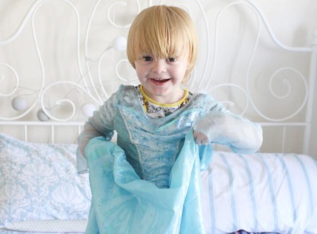 Disney pede desculpas por proibir menino de participar de Dia de Princesa Sparkles & Stretchmarks  / Reprodução/Reprodução