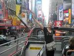 """Cristina Salete Roman, de Erechim, em setembro de 2011 /""""Cheguei no final de setembro com 35 graus. Meu hotel estava localizado no coração da ilha de Manhattan, na 42 com a Broadway. No segundo dia, resolvi conhecer a cidade e peguei o ônibus vermelho de 2 andares - sightseeing"""""""