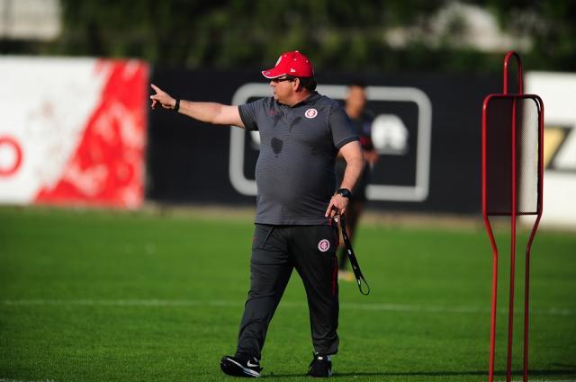 Guto Ferreira prioriza o sistema defensivo em treino do Inter Ricardo Duarte / Divulgação, Inter/Divulgação, Inter