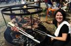 VÍDEO: no Acampamento Farroupilha, cada vez mais mulheres comandam o churrasco Ronaldo Bernardi/Agencia RBS