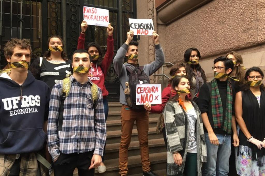 AO VIVO: acompanhe a manifestação contra o fechamento da exposição
