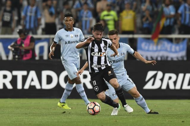 Jogadores do Grêmio comemoram empate com o Botafogo Apu Gomes / Divulgação/AFP/Divulgação/AFP