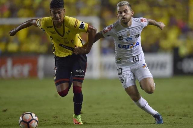 Lucas Lima preocupa para o jogo de volta do Santos nas quartas de final RODRIGO BUENDIA/AFP