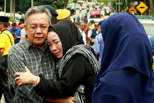 Incêndio em escola mata 21 estudantes e dois professores na Malásia SADIQ ASYRAF/AFP