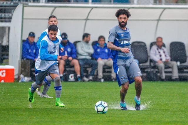 Cristian e Michel formam dupla de volantes em coletivo do Grêmio Lucas Uebel / Grêmio/Grêmio
