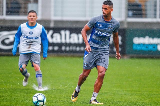 Contra a Chapecoense, Grêmio segue na caça ao Corinthians LUCAS UEBEL / Grêmio/Grêmio