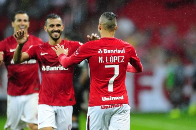 Jogadores comemoram liderança e o bom desempenho após vitória do Inter Carlos Macedo/Agencia RBS
