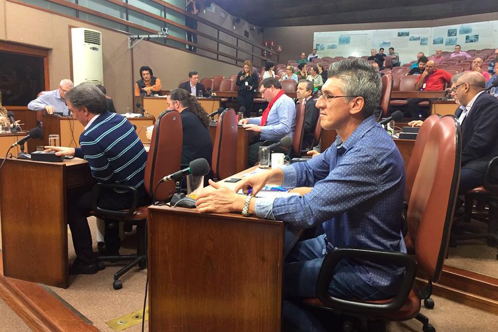 Vereadores adiam votação de acolhimento de impeachment de prefeito de Caxias