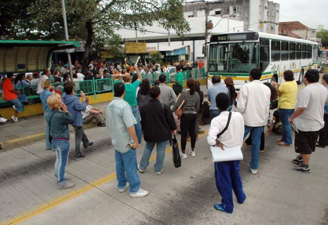 Problema com uniformes de vigilantes causa confusão em posto do INSS na Capital  Eduardo Lima /