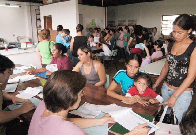 Busca por vagas em escolas estaduais na última hora gera fila em Santa Maria Claudio Vaz  /