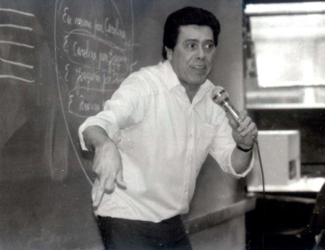 Professor Édison de Oliveira é enterrado em Porto Alegre Reprodução/