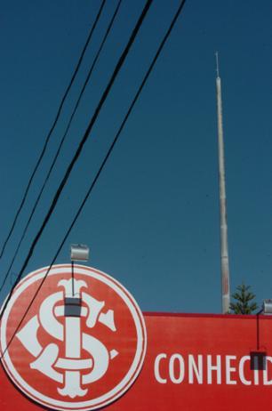 Após vandalismo, mastro do Beira-Rio amanhece sem bandeira Emílio Pedroso/