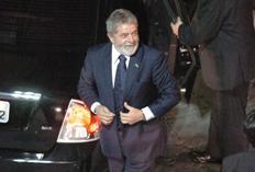 Filha de Dilma entra na igreja para seu casamento em Porto Alegre Mauro Vieira/