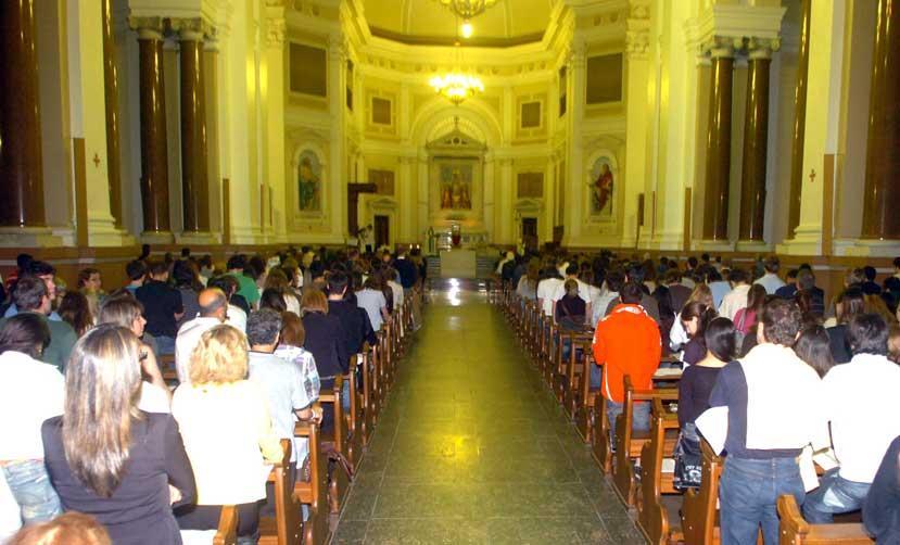 Bolsa De Festa Em Porto Alegre : Familiares e amigos de jovem morto em festa lotam catedral