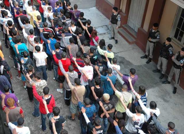 BM detém 178 adolescentes em Porto Alegre  Eduardo Lima, Especial/