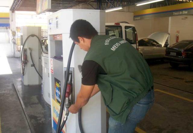 Secretaria de Meio Ambiente interdita posto de combustíveis na Capital PMPA, Divulgação /