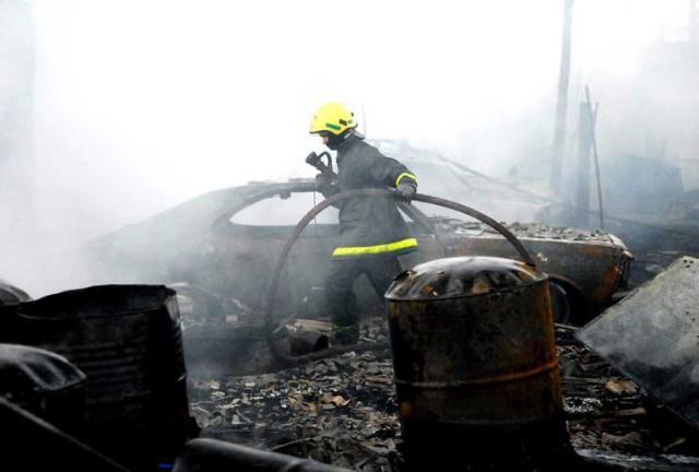 Incêndio atinge garagem na zona norte de Porto Alegre  Eduardo Lima, Especial/