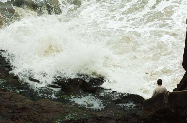 Jovem é atingido por onda e morre no Morro da Guarita, em Torres Daniel Marenco/