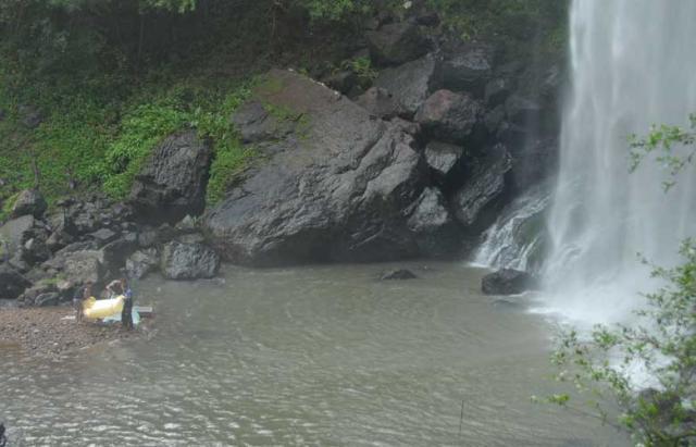 Homem morre após cair da cascata do Salto Ventoso, em Farroupilha  Tatiana Cavagnolli/
