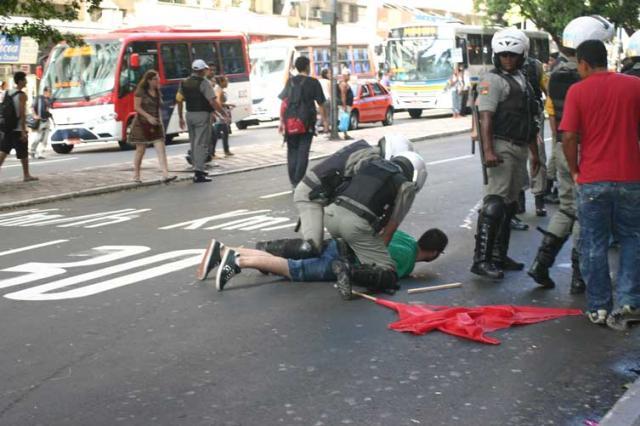 Manifestação de estudantes termina em tumulto no centro de Porto Alegre Débora Birck, Especial/