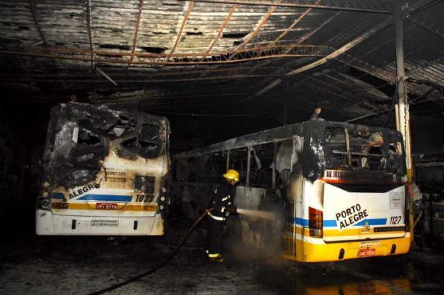 Incêndio atinge garagem de empresa de ônibus na Capital  Edu Lima, Especial/