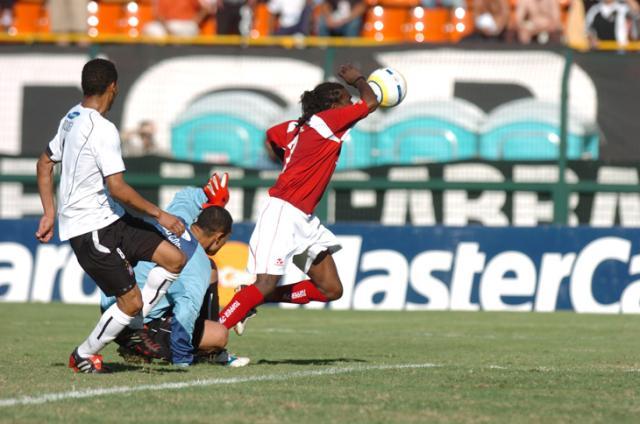 Relembre jogos históricos entre Inter e Corinthians Mauro Vieira, banco de dados - 20/11/2005/
