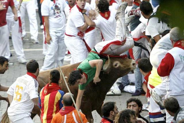 Homem morre durante corrida de touros em Pamplona Villar López, EFE /